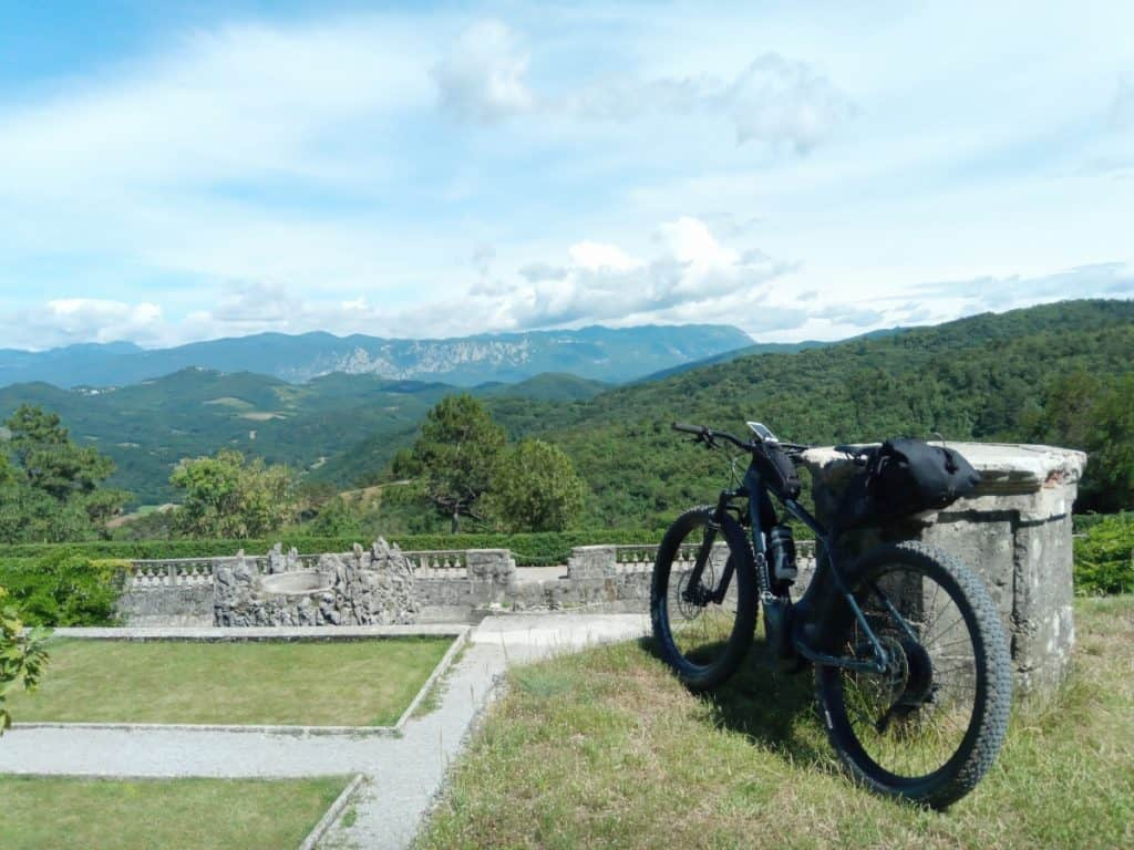 Karst and Vipava valley by bike. 2 wine regions in 1 day. RockVelo