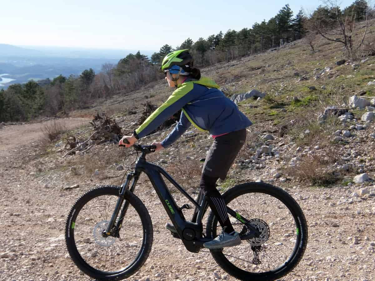 Woman riding e-bike in Vipava valley. Foto by RockVelo